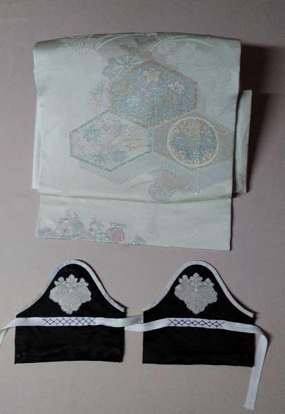娘用の帯は家紋を活かし、手甲にリフォーム