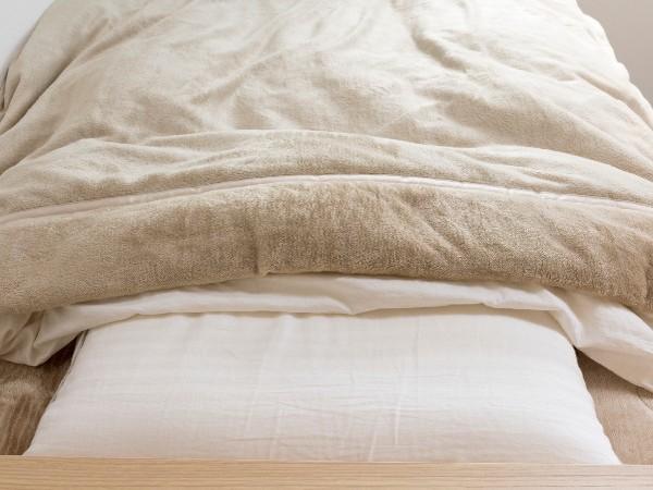 掛け布団と毛布、どっちを上にするのが正解?