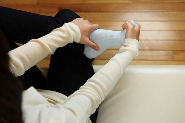 足指ストレッチの手順4:足指を甲の方へ反らす