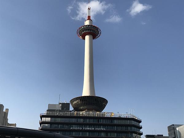 京都タワーは灯台をイメージしている