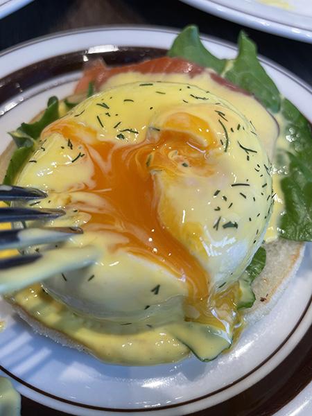 サーモンとクリームチーズのエッグベネディクト