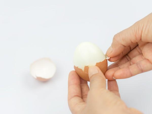 きれいに殻がむけるゆで卵の作り方・むき方とは?