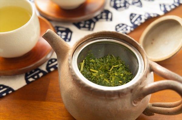 お茶を淹れた後に残る茶殻の活用法