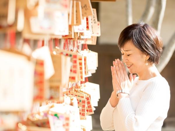【回答A】金運アップにゆかりのある神社に行く