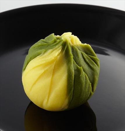 秋の味覚・さつまいもを使った「2色の茶巾しぼり」