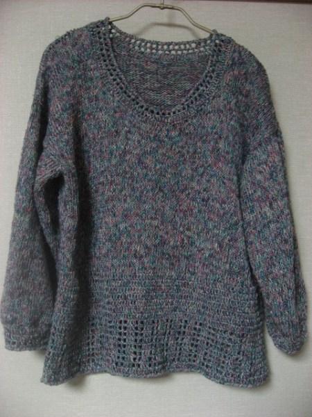 軽やかさを出したセーター