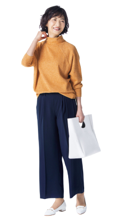 50代ファッションのお手本:カラフルなニットをプラス