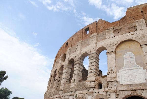 コロッセオは超人気観光スポットなので、予約必須