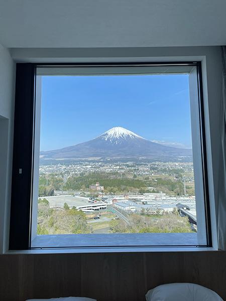 「HOTEL CLAD(ホテルクラッド)」から見える富士山