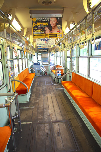 木の床の旧車両