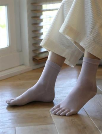 消臭カテキングッズ:しっとり絹の五本指ソックス(タビオ)