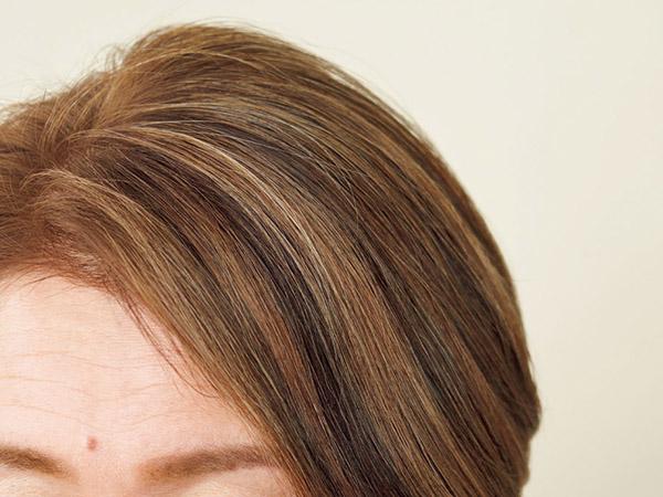 前側と後ろ側で色の差が出ないよう、バランスよく色を入れてなじませる。