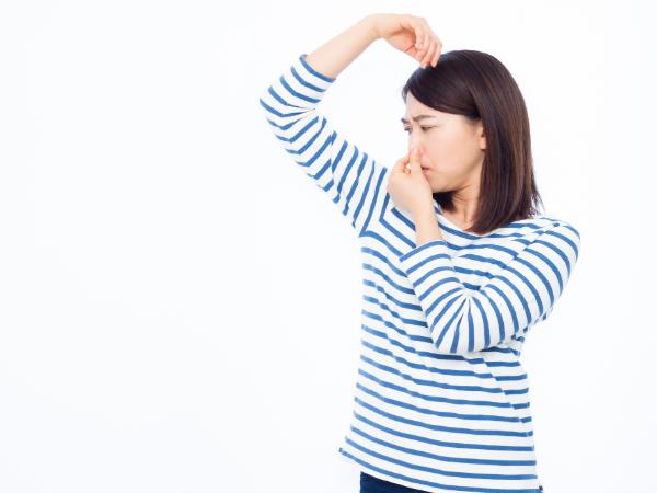 女性の加齢臭ってどんな臭い?原因と対策は?