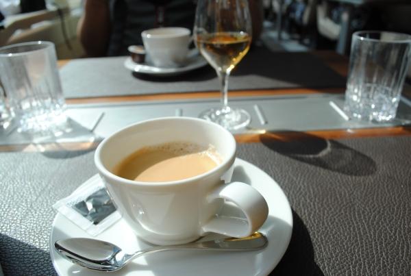 コーヒー(紅茶やハーブティーも選べる)を飲みながらひと息