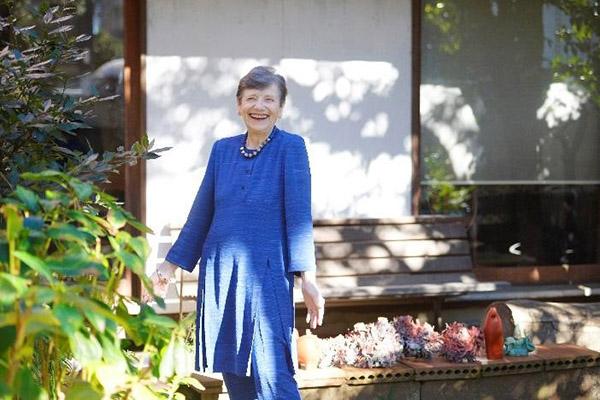 林アメリーさんはいつも笑顔!この優しい笑顔にいつも心癒やされています。 衣装はきもの地で手作りしたリフォーム服