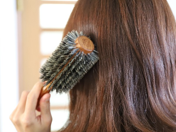 湿気が多い時期、髪の広がりを抑えるには?