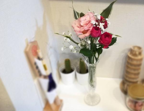一輪挿し用のスリムな花瓶にぴったりはまりました