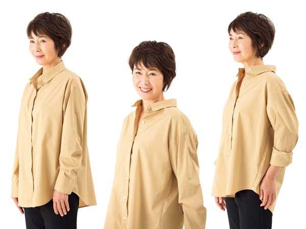 シャツは襟を抜き、袖をまくって手首を見せる