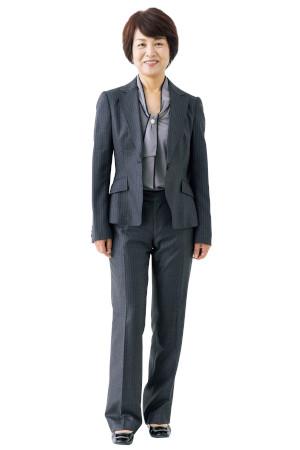 NGコーデ:ダークカラーのスーツは、華やかな会場では堅苦しくて浮く