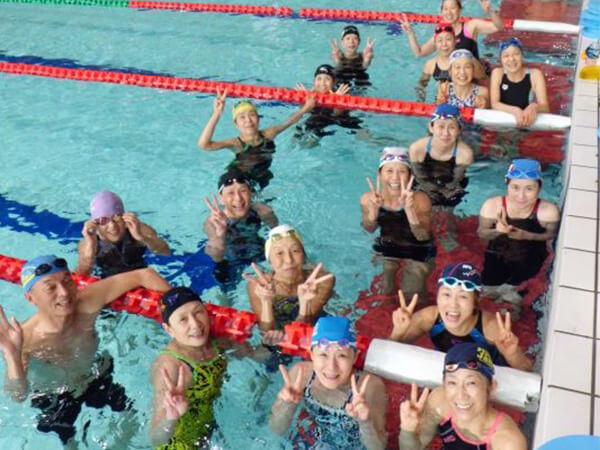 水泳は仲間と一緒に練習すると楽しさ倍増