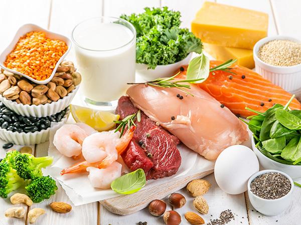 筋肉の衰えを防ぐには食事の内容も大切