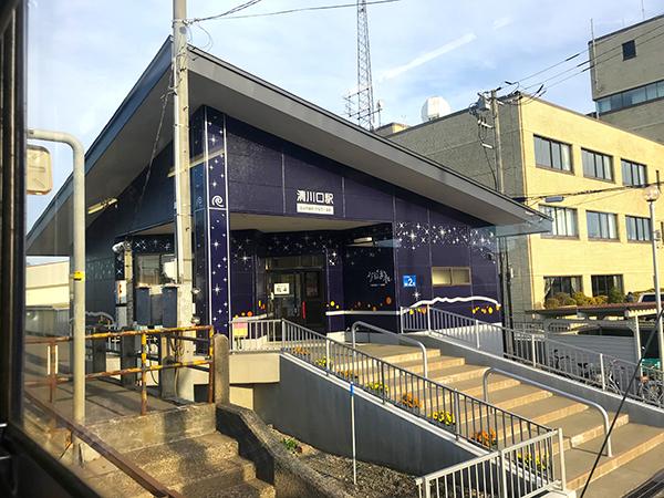 ながまれ海峡号と同じ外装の清川口駅