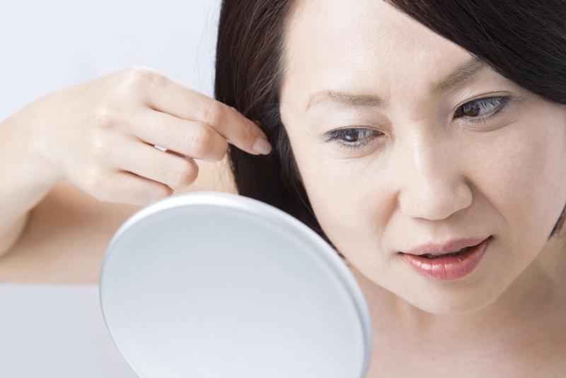なぜ歳を取ると白髪が増えるの? 白髪染めに関する基礎知