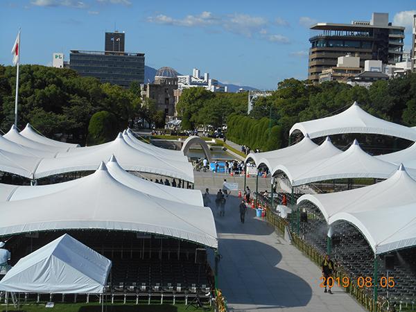 8月6日 平和記念公園内 会場設営