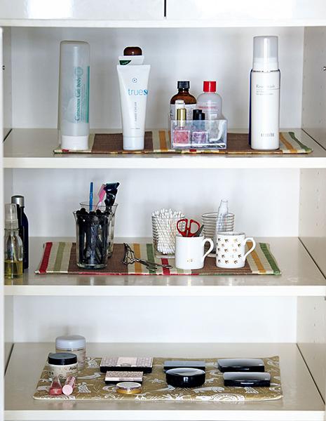 やましたひでこさんの化粧品棚
