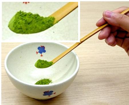 抹茶の点て方・手順1:抹茶を入れる