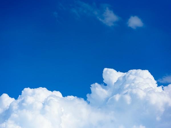 理由 空 が 青い そもそも空が青い理由って?