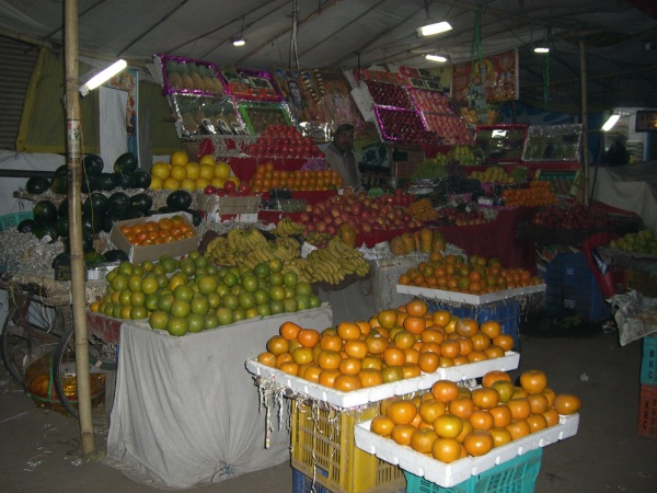 ジャイプール市内の果物屋の屋台