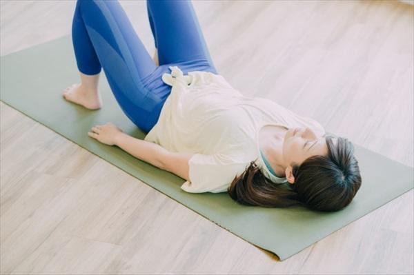 家事の合間などに手軽にできる骨盤底筋強化トレーニング