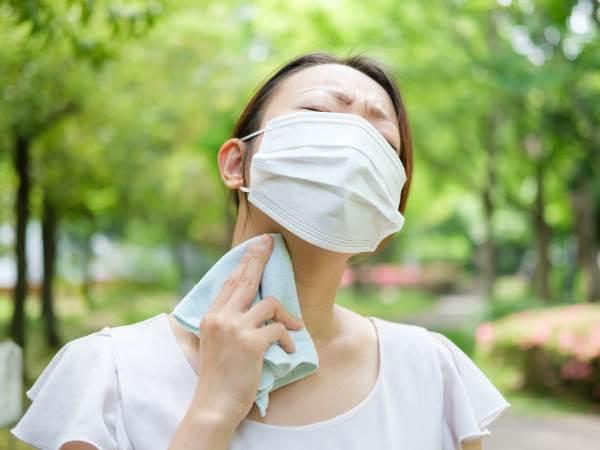 マスクが暑い・蒸れるときの対処法とは?