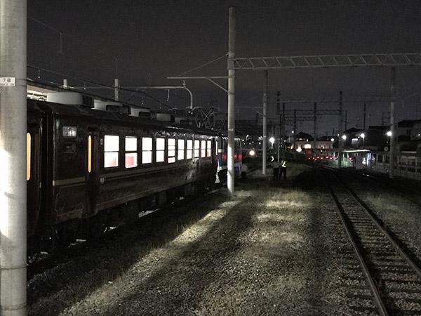 羽生駅で車両移動する三峰51号