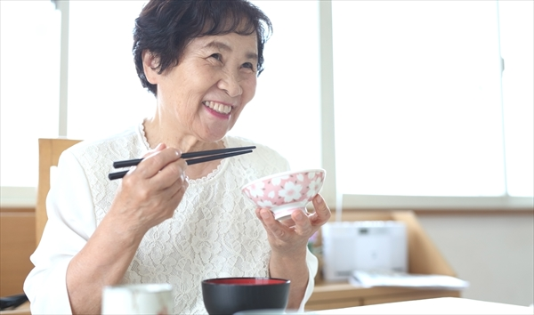 高齢者の低栄養を防ぐには