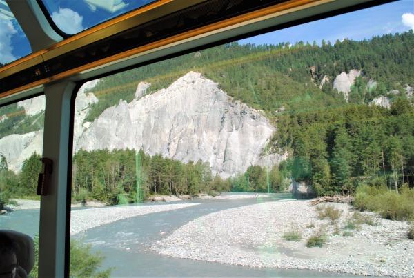 「スイスのグランドキャニオン」とも呼ばれるライン峡谷