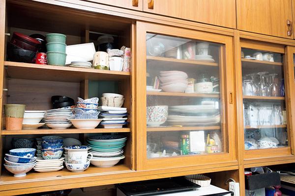 食器棚の片付けビフォー画像