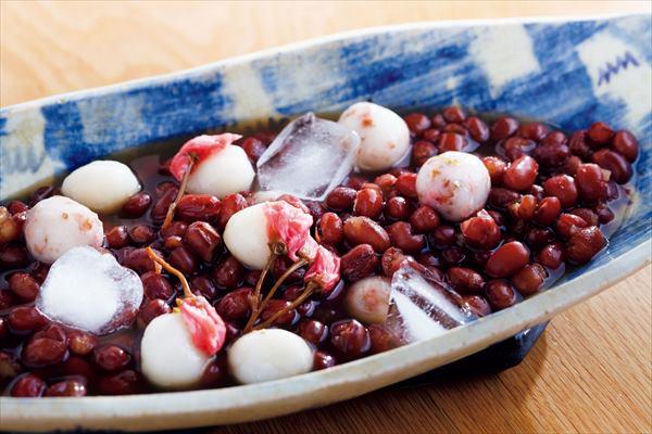 お花見におすすめのおやつレシピ:桜を添えた春の冷やしぜんざい