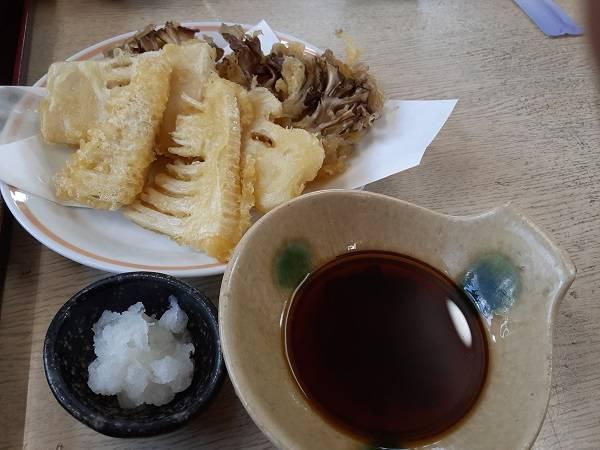 「深大寺そば」と「季節限定 竹の子と舞たけの天ぷら」
