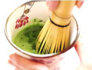 抹茶アートの楽しみ方・手順2:薄茶を点てる