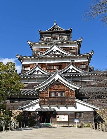 鯉城とも呼ばれる広島城