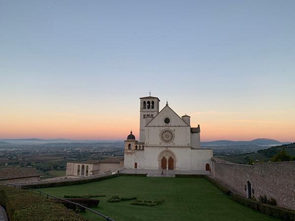 ジョットのフレスコ画でも有名なアッシジのサン・フランチェスコ教会