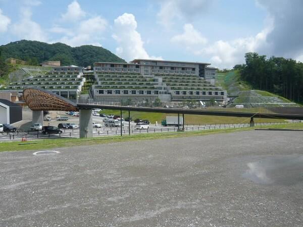 山の斜面に建つホテル