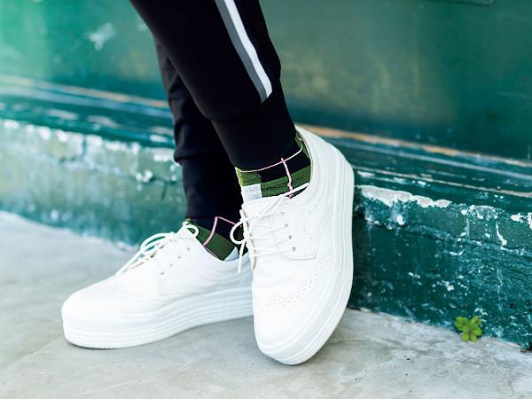 70代ファッション:足元は柄靴下で遊ぶ