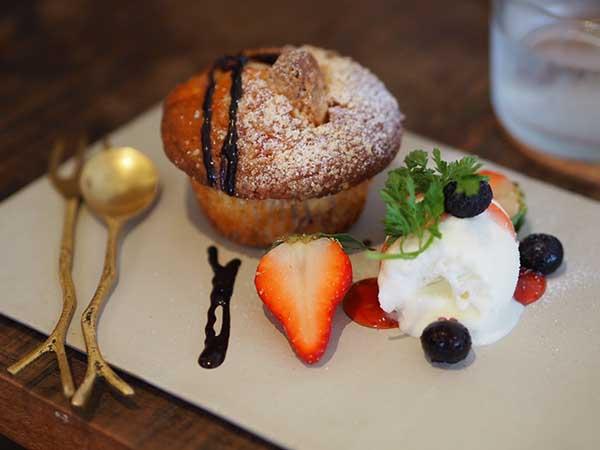 アリクイショクドウのマフィン:焼きいちご&ホワイトチョコ