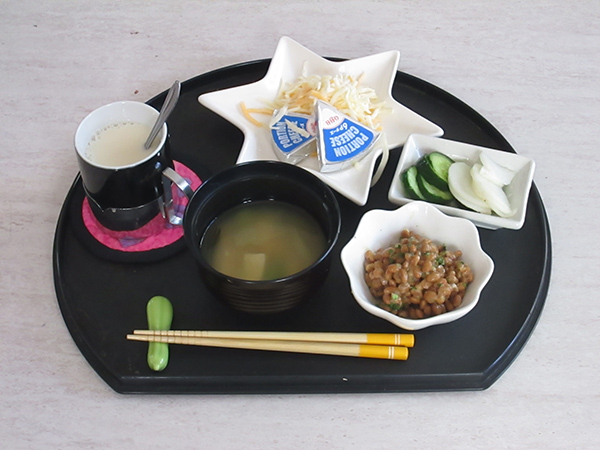 醗酵食品のぬか漬け、味噌汁、納豆、甘酒、チ-ズは積極的に取りたい食品