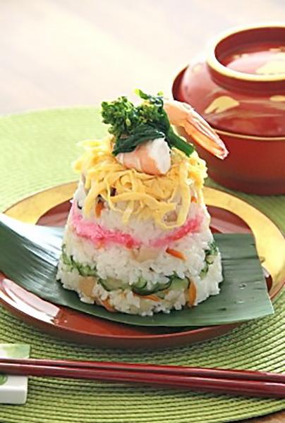 トッピングや型をアレンジ、寿司ケーキを楽しみましょう