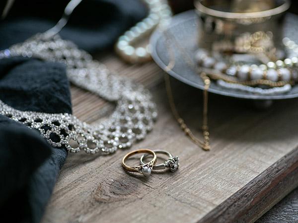 相続のとき、お母さんの宝石コレクションは?