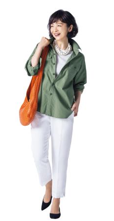50代ファッションのお手本:バッグでオレンジをプラス